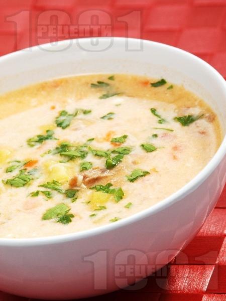 Телешка супа с картофи, моркови и фиде, застроена с яйце и кисело мляко - снимка на рецептата